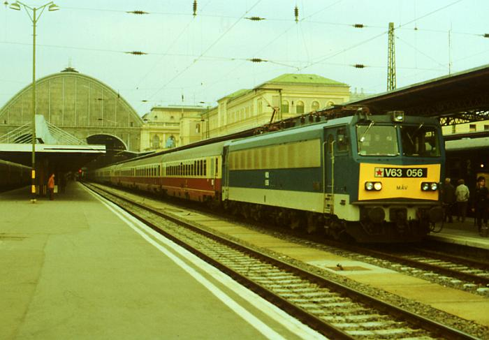 http://www.gerdboehmer-berlinereisenbahnarchiv.de/Ausland/19890901-hu/19890903-893070-39-MAV-V-63-056-EC-20.jpg
